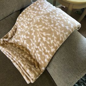 Tan and White Patterned Soft Throw Blanket